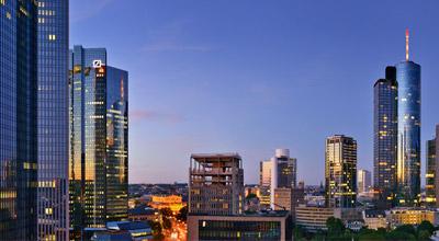 Skyline Frankfurt mit Bürogebäuden